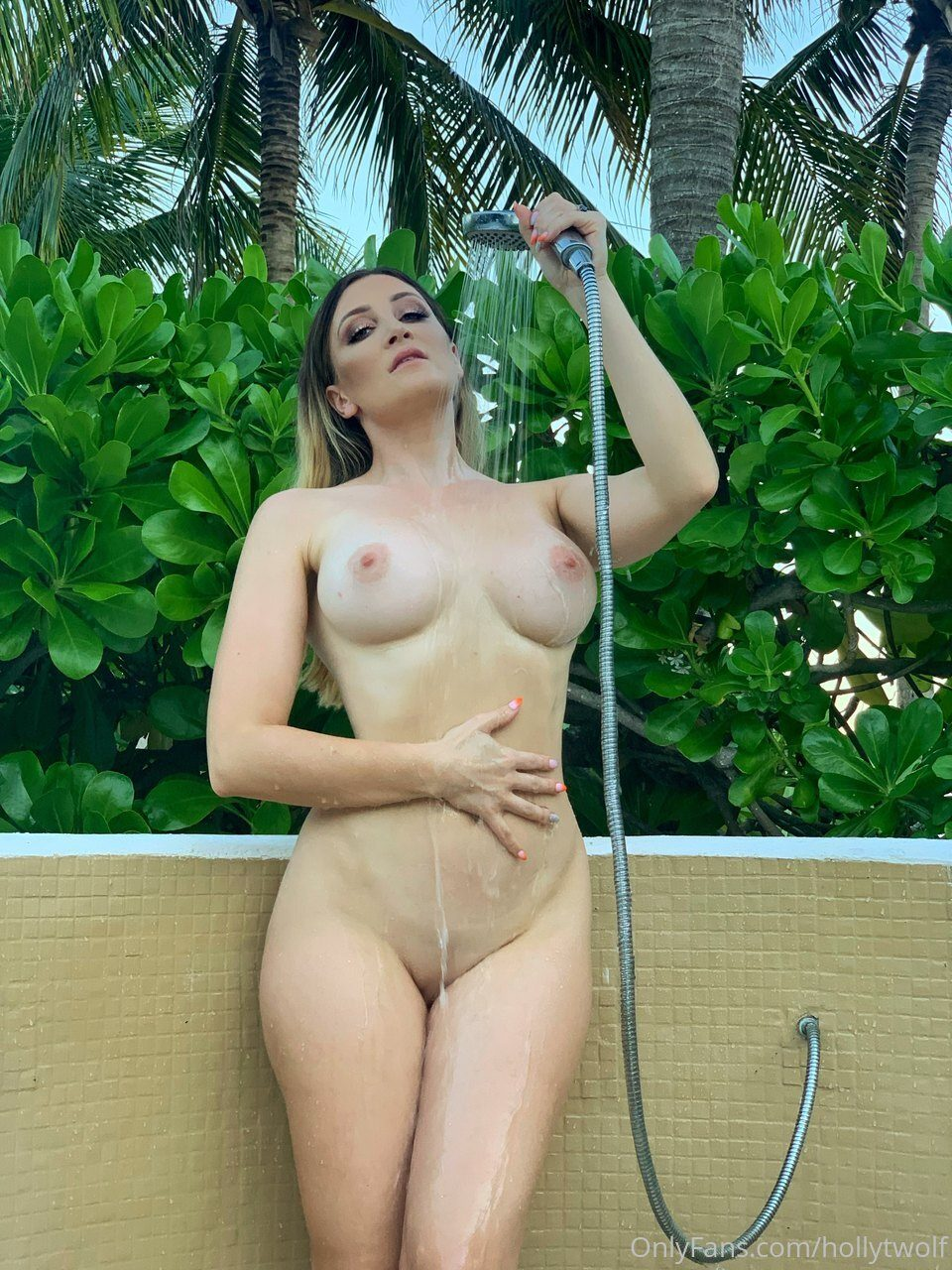 Holly Wolf Nude Shower Set